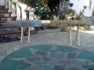Dolianova. Artigiano realizza un coltello lungo 2,50 metri, terzo  in Sardegna per dimensioni