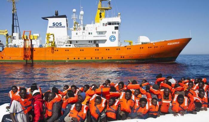 Risultati immagini per nave aquarius migranti