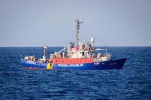 Salvini. Immigrazione clandestina: sequestriamo la Lifeline e arrestiamo l'equipaggio