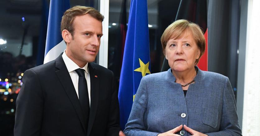 Disordini in Francia: Macron corre da Merkel in cerca di aiuto