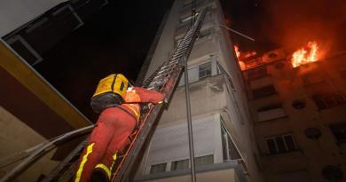 Parigi. Incendio in un palazzo: 10 morti, arrestata una donna