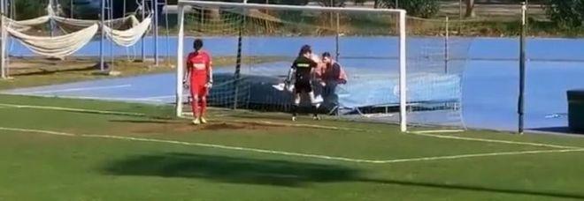"""Calcio. Telecronista offende guardalinee donna: """"È uno schifo, è una cosa inguardabile"""" (video)"""