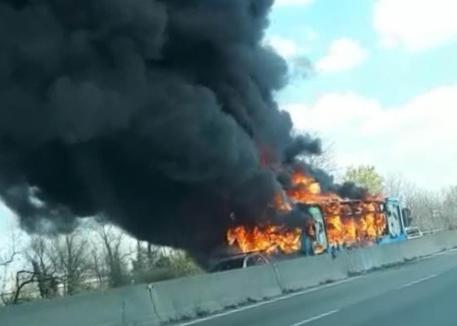 Milano. Senegalese blocca bus di studenti e gli dà fuoco