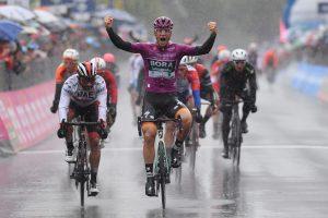 Giro d'Italia 2019: vince Ackermann in volata