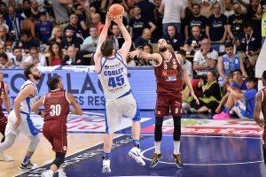 La Dinamo Sassari vince ancora in gara 4 dei playoff scudetto