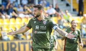 Serie A, prima vittoria del Cagliari che espugna il Tardini battendo il Parma 3-1
