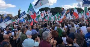 Il centrodestra in piazza contro il governo