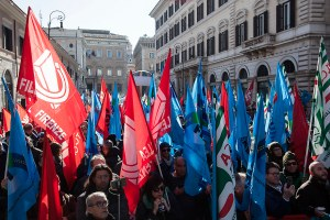 Edilizia,sindacati in piazza in cento città italiane. Domani presidio sulla 195