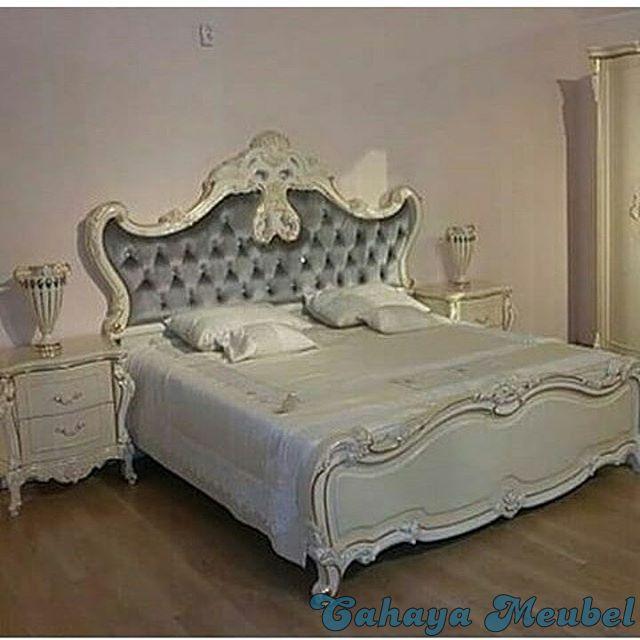 Tempat Tidur Klasik Warna Putih Duco