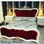 Tempat Tidur Klasik Putih Jok Red