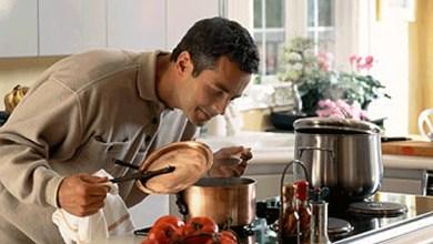 عادي تطبخ لزوجتك