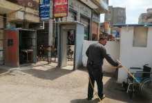 رئيس مدينة سيدي سالم بكفر الشيخ تتابع أعمال الرش والتطهير في الشوارع