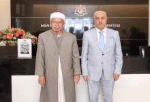 Photo of سفير مصر لدى ماليزيا يبحث مع وزير الشؤون الإسلامية أوجه التعاون الثنائي