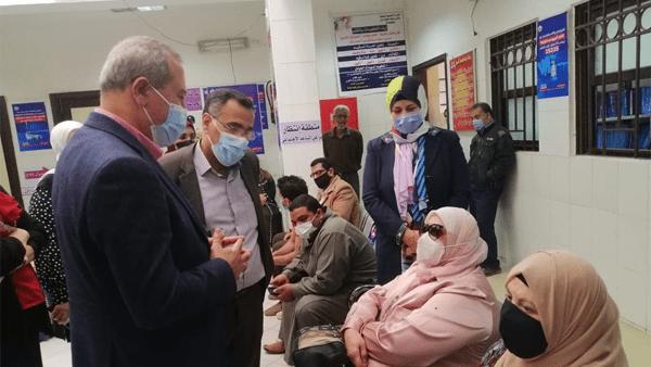 جولة ميدانية لوكيل وزارة الصحة بالدقهلية بمركز تطعيم لقاح كورونا بطلخا