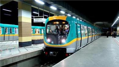 مترو الأنفاق يناشد الركاب الالتزام بقرار ارتداء الكمامات