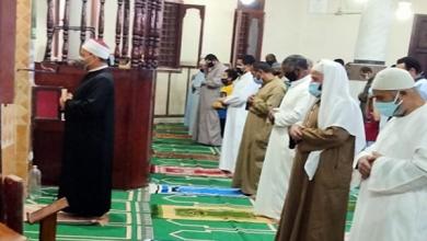 بـ«الكمامة والسجادة».. مئات المصلين يؤدون صلاة التروايح بمساجد كفر الشيخ.. صور