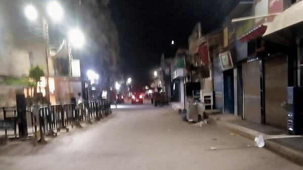 حملات لمتابعة تنفيد قرارات غلق المحال والمقاهي بكفر الشيخ
