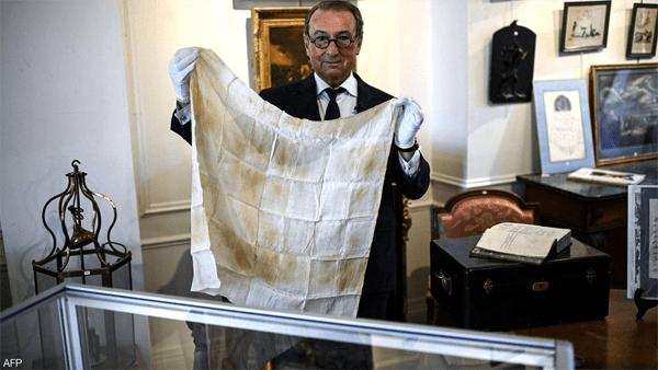 دم نابليون للبيع في مزاد علني بمناسبة مرور 200 عام على وفاته