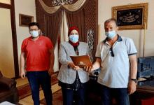 محافظ كفر الشيخ يشهد تسليم 10 عقود تقنين للمستفيدين من أراضي الدولة