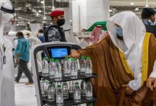 روبوت ذكي لتوزيع مياه زمزم للحد من فيروس كورونا