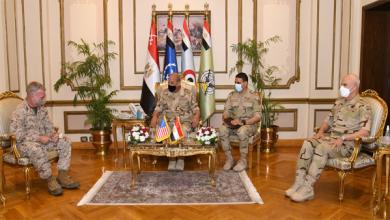 وزير الدفاع والإنتاج الحربي يلتقي قائد القيادة المركزية الأمريكية