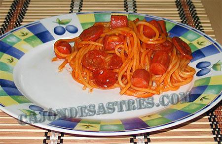 receta de espagueti con chorizo y salchichas