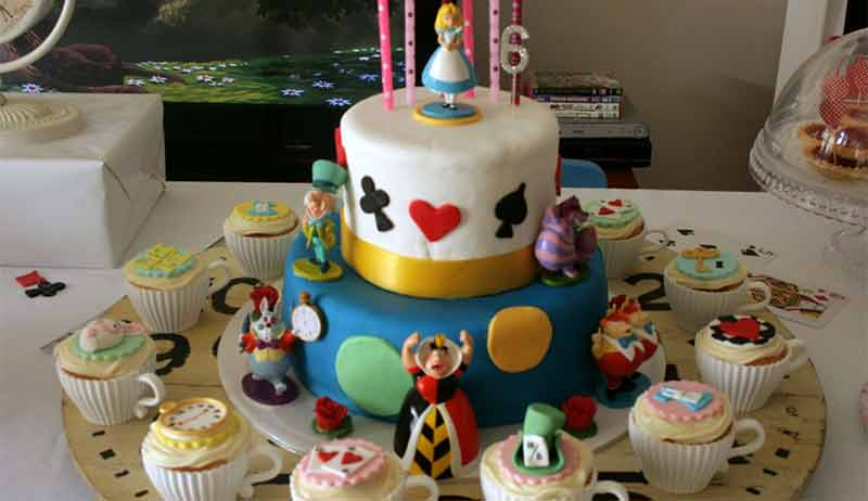 5 DIY Cake decoration ideas which you can do easily at home on this     DIY Cake decoration ideas