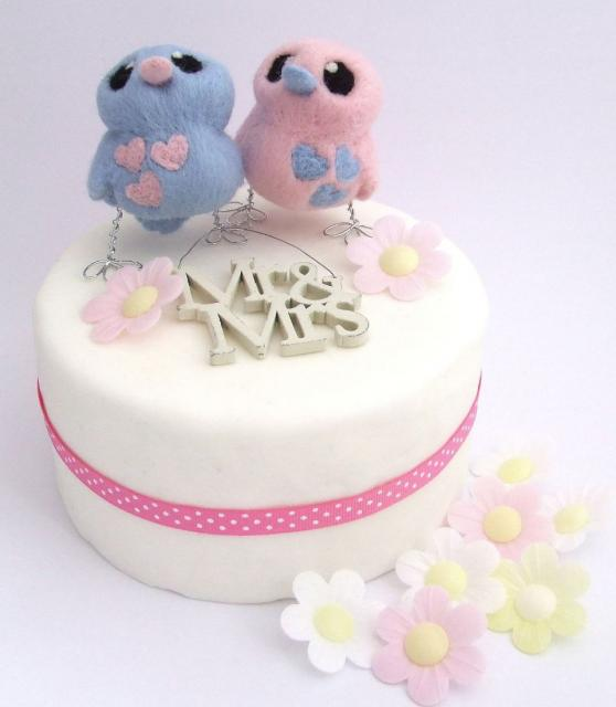 1 Tier Round White Small Wedding Cake With Mr And Mrs Lovebird Toppers Jpg