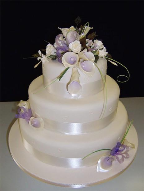 Photo Of Elegant Wedding Cake Lilac Lilies