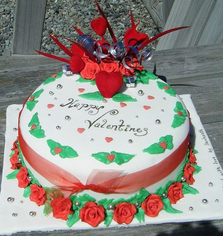 White Round Happy Valentines Day Cake With Red Roses And