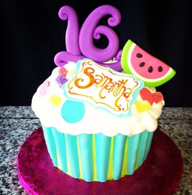 16th Birthday Cupccake Cake For Girl With Purple 16 And