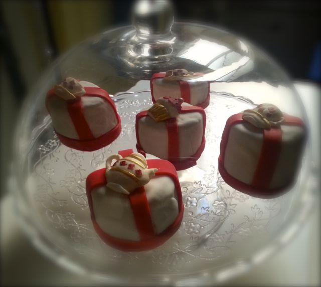 mini cakes tea time