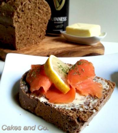 Salmone affumicato e pane alla Guinness