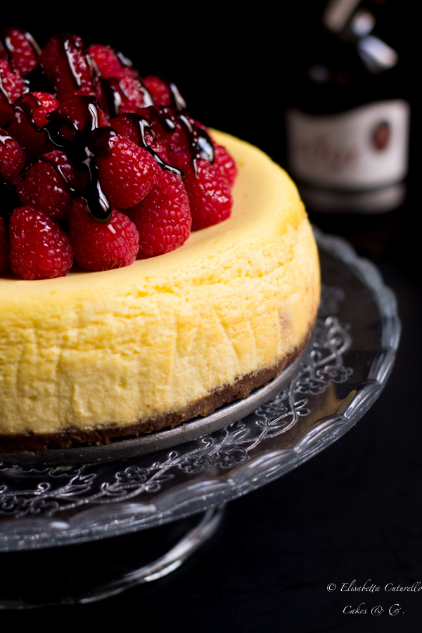 Cheesecake lamponi e ricotta con glassa all'aceto balsamico