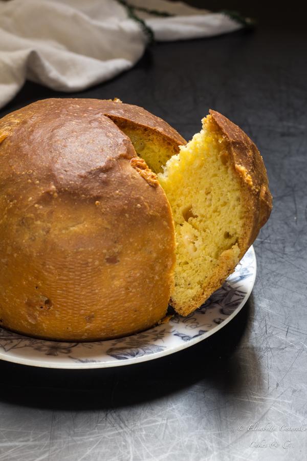 Torta di Pasqua al formaggio tipica torta salata della tradizione pasquale del centro Italia perfetta con salumi affettati e fave fresche