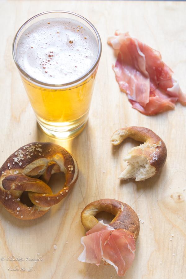 I bretzel pane tipico dei paesi del nord Europa e del trentino Alto Adige, accompagnamento perfetto di un bel boccale di birra.