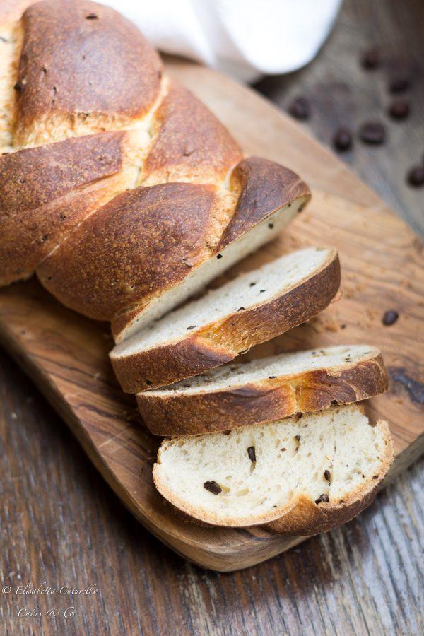treccia di pane al caffè con pasta madre : un pane perfetto a colazione o a merenda