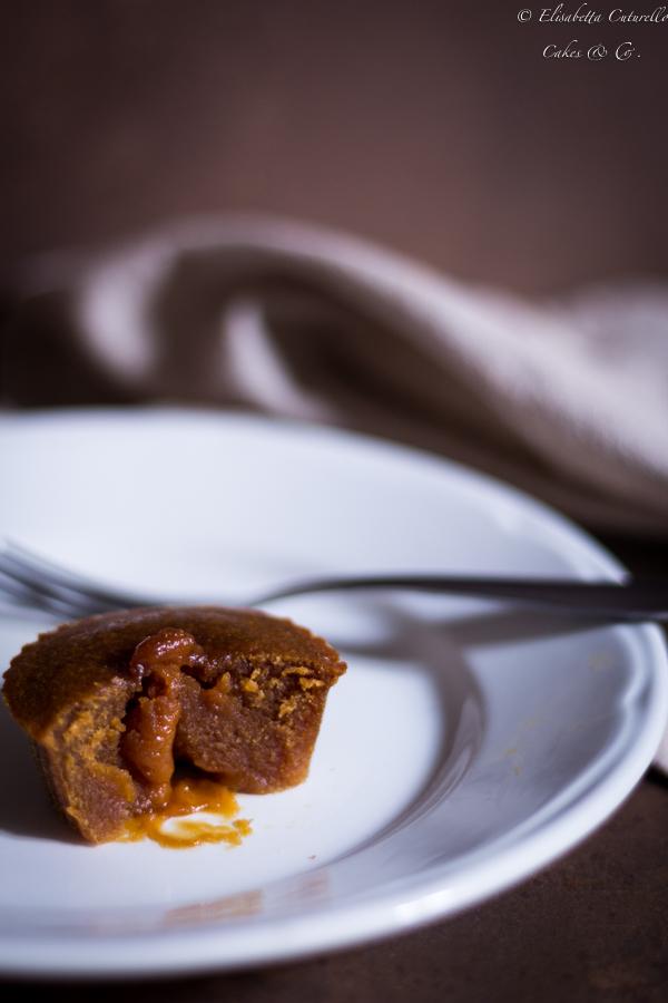 Dolcetti con cuore morbido al caramello salato: piccoli peccati di gola da gustare ancora tiepidi per assaporarne tutto il gusto e coglierne a pieno la golosità.