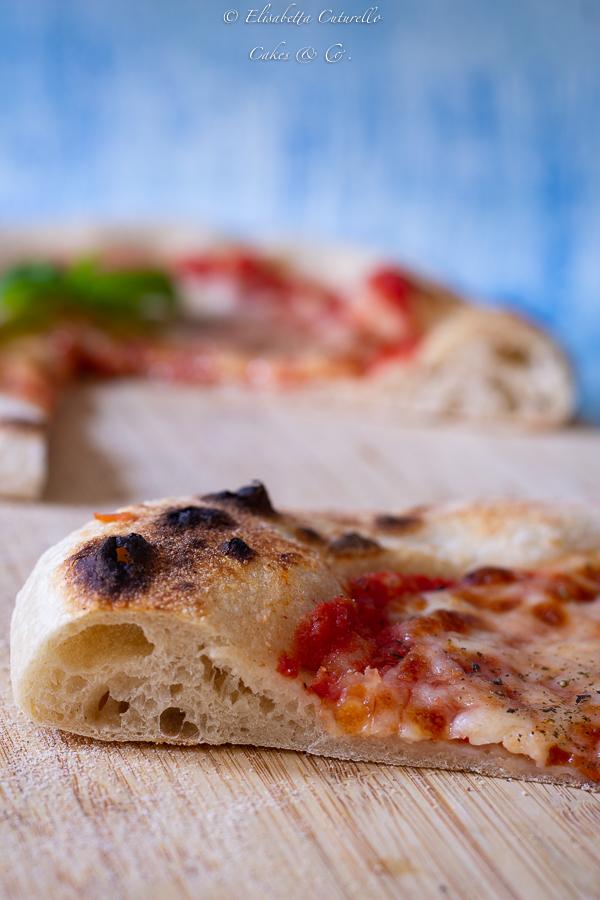 Pizza con licoli e farina di semola