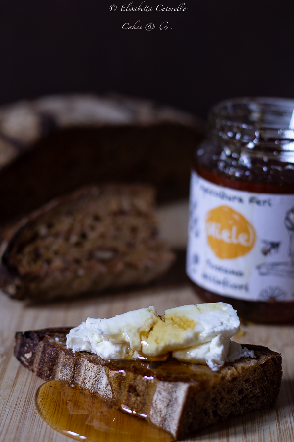 Pane speziato al succo di carota miele e noci