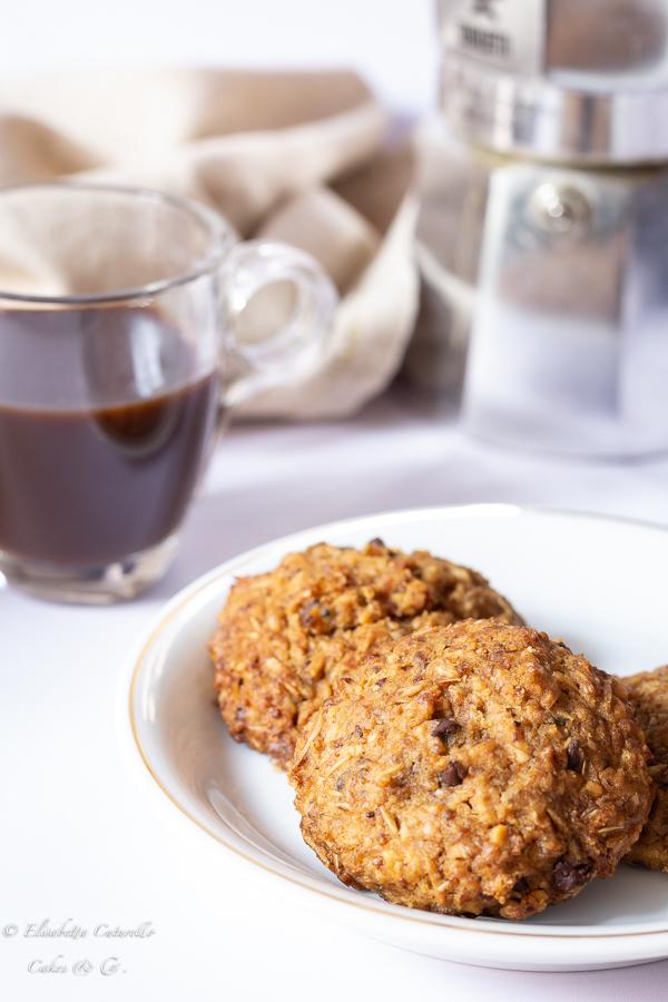Biscotti morbidi al trebbie di malto d'orzo nocciole e gocce di cioccolato