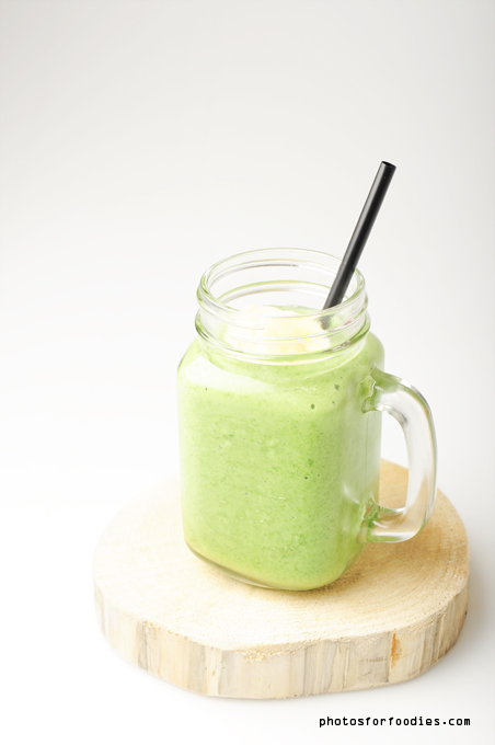 Green-smoothie-spinach-banana-mango-coconut