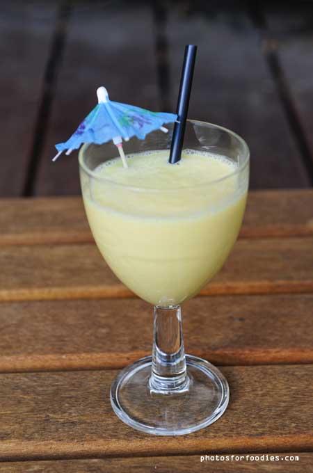 Mango-kokos-smoothie-with-lemon