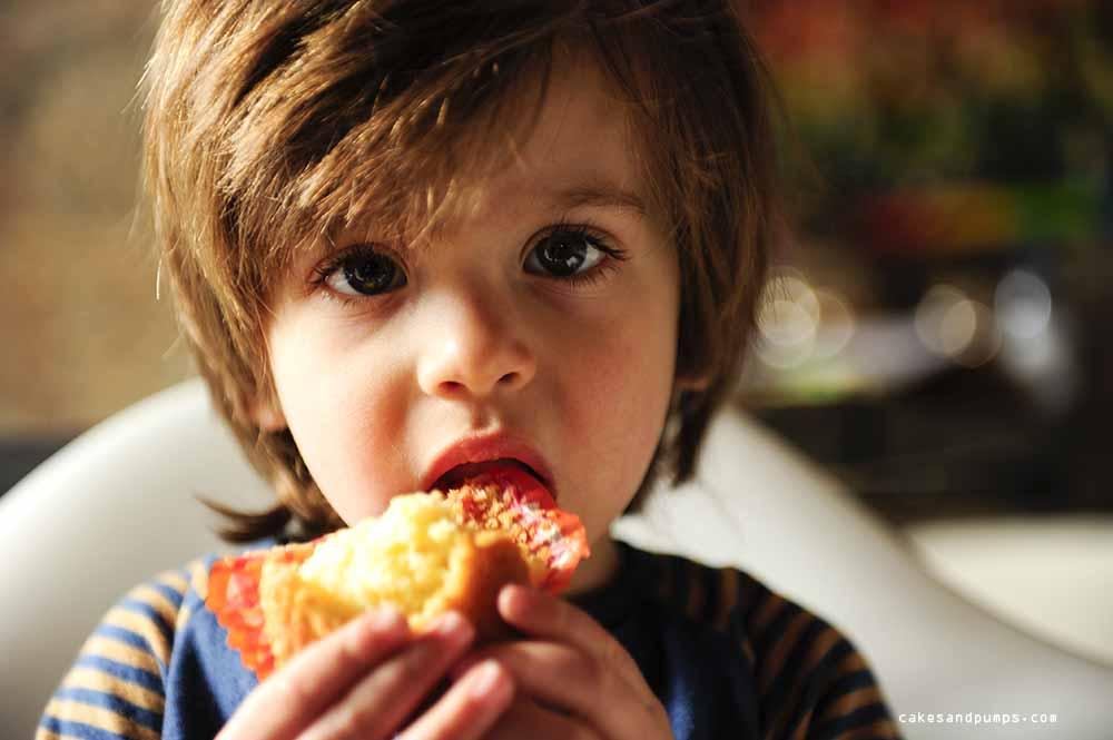 Larsman eating a cupcake