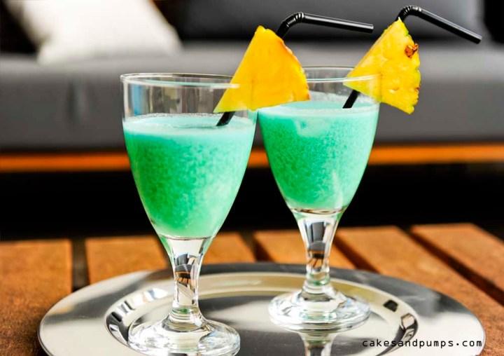 Een blue hawaiian cocktail op cocktail friday,