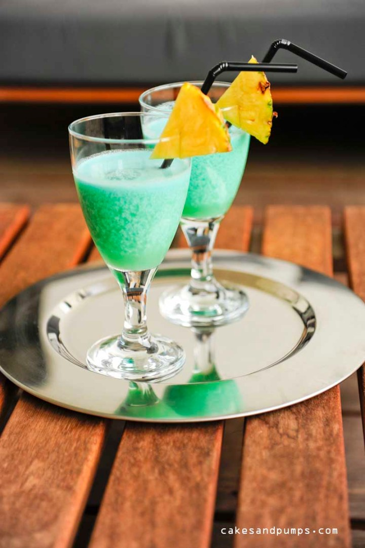 Cocktail Friday with a blue Hawaiian cocktail