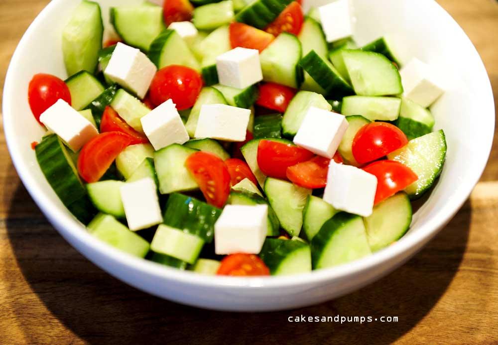 Salade met komkommer, tomaten en feta