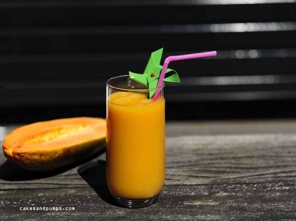 Sunday smoothie with papaya and banana