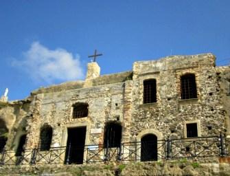 Chiesa di Piedigrotta, visita tra mito e leggenda [FOTO]