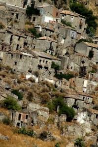 città fantasma case di Pentedattilo